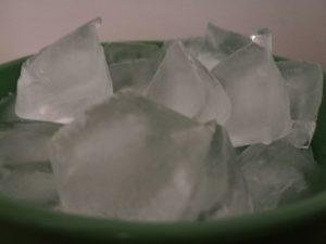 platón con hielos