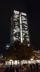 edificio iluminado