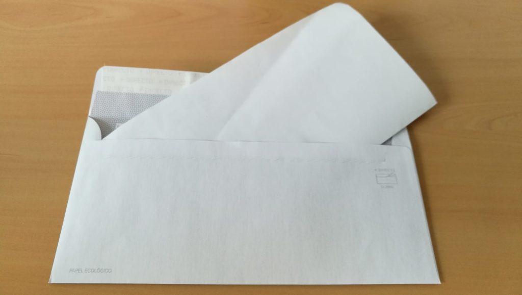 Sobre con papel